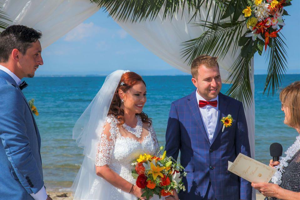 Слънчевата двойка в журналистическите среди в Бургас – Стела Божидарова и Иван Колев, вече официално си казаха